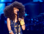 Erykah performing a tribute to Chaka
