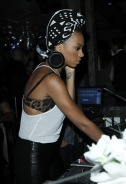 Black and white head gear! Go Solange!